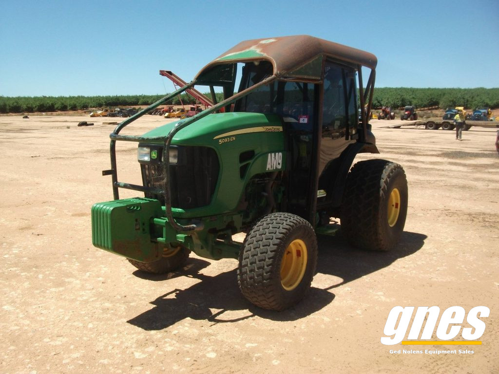 This image has an empty alt attribute; its file name is john-deere-5093-en-fwa-cab-tractor-1-1024x768.jpg