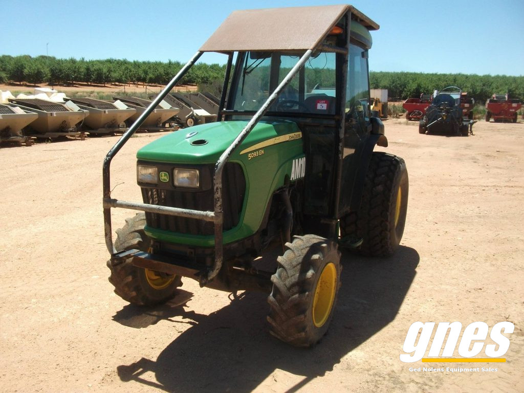 This image has an empty alt attribute; its file name is john-deere-5093-en-fwa-cab-tractor-2-1-1024x768.jpg