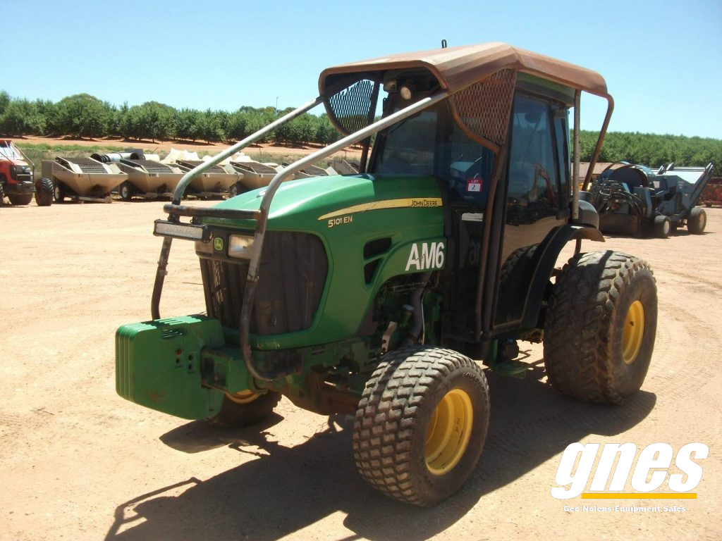 This image has an empty alt attribute; its file name is john-deere-5101-en-fwa-cab-tractor-1-1024x768.jpg