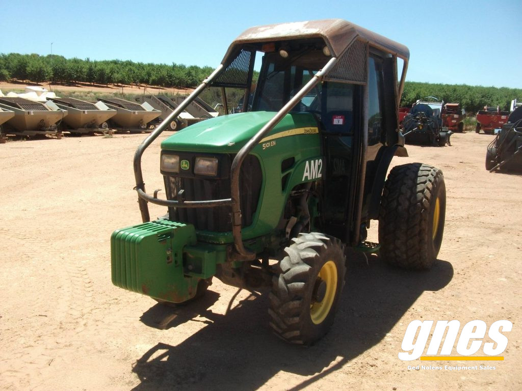 This image has an empty alt attribute; its file name is john-deere-5101-en-fwa-cab-tractor-2-1-1024x768.jpg