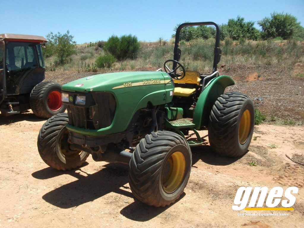 This image has an empty alt attribute; its file name is john-deere-5425-fwa-rops-tractor-1-1024x768.jpg