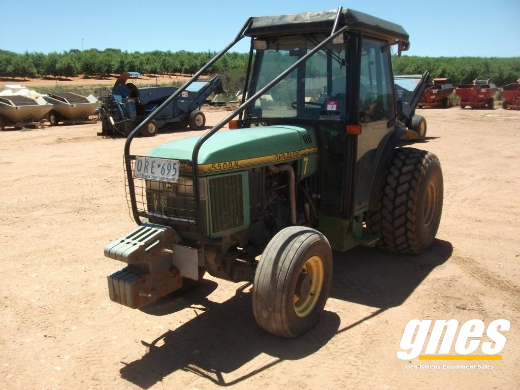 This image has an empty alt attribute; its file name is john-deere-5500n-fwa-cab-tractor-2-1-1024x768.jpg